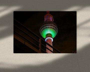 Televisietoren Berlijn - verlicht met groen licht