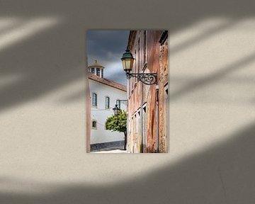 Pittoresk straatje in Faro, Portugal van Evelien Oerlemans