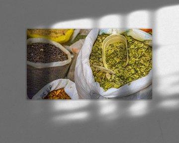 Kruiden in zakken in Nablus (Palestijns gebied) van Jessica Lokker