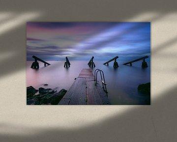Ijsbrekers Marken onder een kleurige zonsopkomst van Arnoud van de Weerd