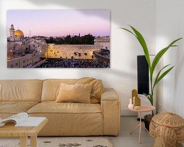 Coucher de soleil pendant le Shabbat au Mur des Lamentations à Jérusalem sur Jessica Lokker
