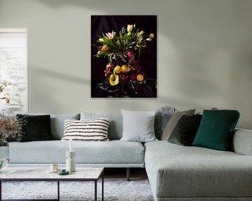 Niederländisches Stilleben Tulpen und Früchte von ina kleiman