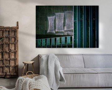 Reflection On the Wall van Bert Broekhuis