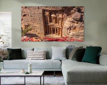 Die Schatzkammer in Petra von oben (Jordanien) von Jessica Lokker