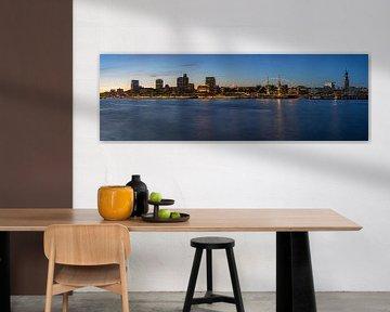 Hamburg Skyline zur blauen Stunde von Frank Herrmann