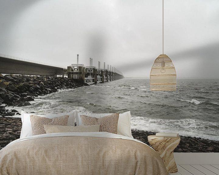 Sfeerimpressie behang: Oosterscheldekering in de mist van Marcel Nauta
