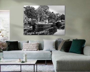 Schip aan de Amsteldijk Amsterdam van Don Fonzarelli