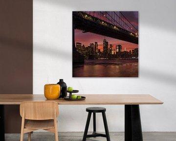 Skyline von Manhattan und  Manhattan Bridge  bei Sonnenuntergang, New York, USA von Markus Lange