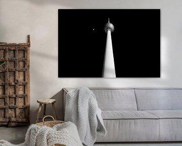 La tour de télévision de Berlin la nuit