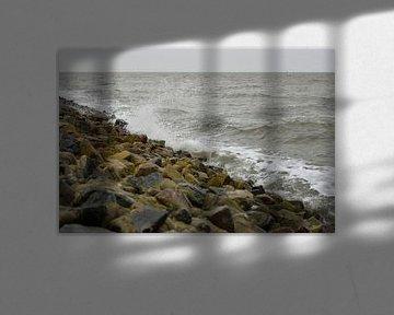 Wellen schlagen an den Deich von Philipp Klassen