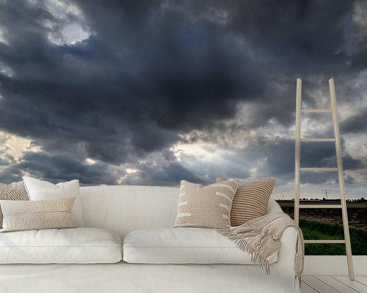 Sfeerimpressie behang: Donkere wolken van Marcel Nauta