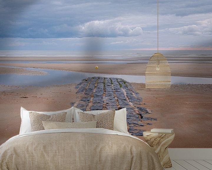 Impression: Brise-lames sur la plage sur Johan Vanbockryck