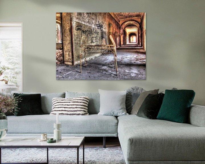 Beispiel: Korridor eines alten und verlassenen Sanatoriums von Tineke Visscher