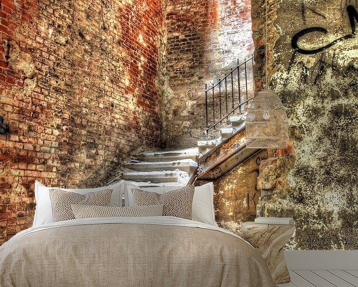 Beispiel fototapete: Steintreppe in einem alten und verlassenen Militärkrankenhaus/Sanatorium von Tineke Visscher