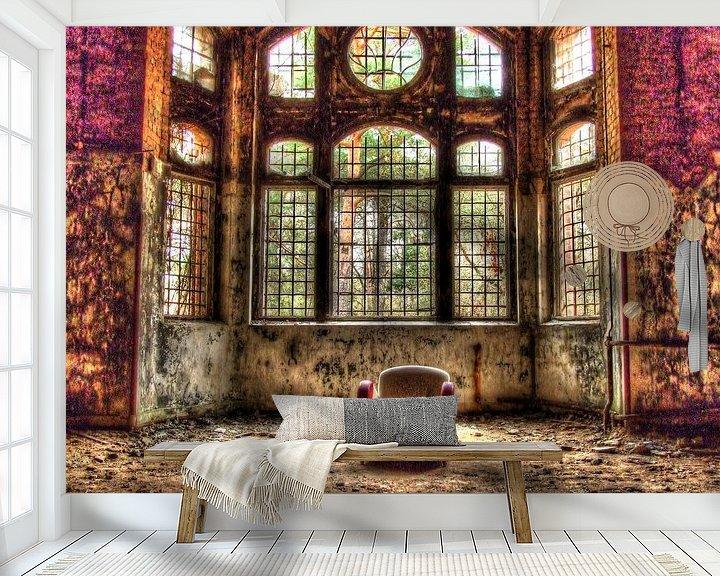 Beispiel fototapete: Stuhl in einem alten, verlassenen Gebäude von Tineke Visscher