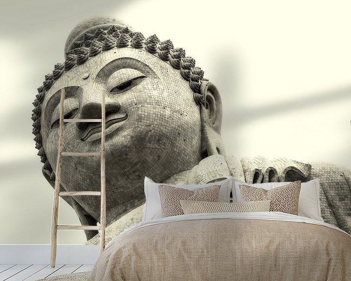 Sfeerimpressie behang: Grote Boeddha van Phuket van Keesnan Dogger Fotografie