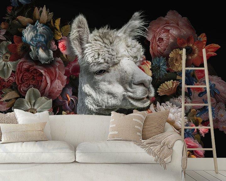 Beispiel fototapete: Alpaka unter alten Blumen von John van den Heuvel