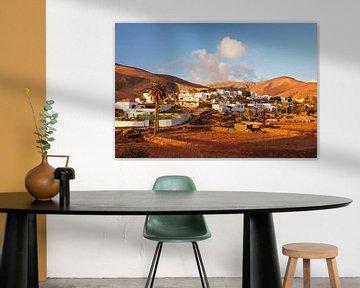 Dorp bij zonsondergang, Fuerteventura, Canarische Eilanden, Spanje van Markus Lange