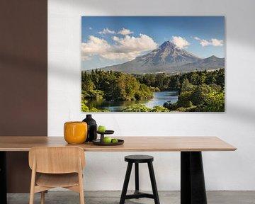 Mangamahoe-meer met de berg Taranaki, Nieuw-Zeeland van Markus Lange