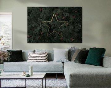Étoile d'or recouverte d'aiguilles de sapin sur Besa Art