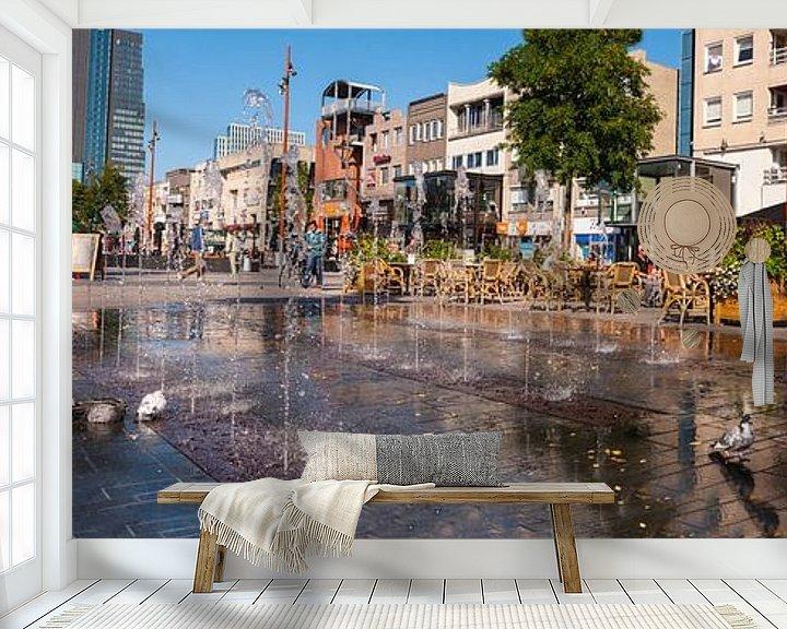 Sfeerimpressie behang: Grote markt in de zon Almere van Brian Morgan
