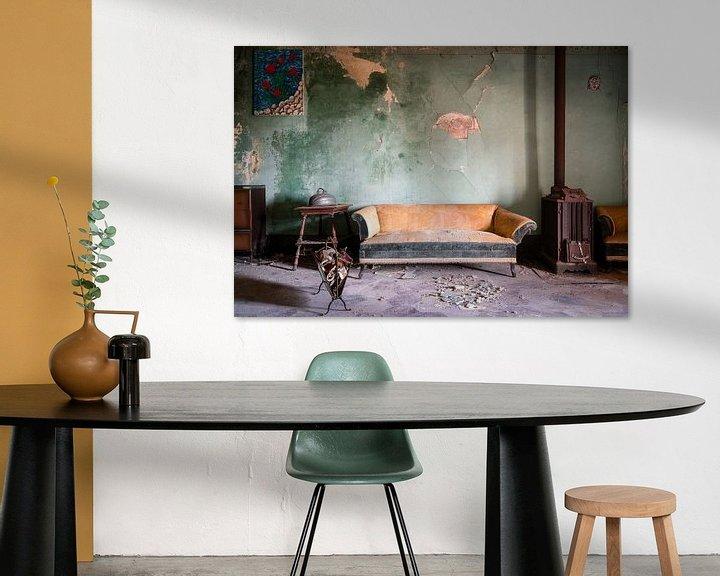 Sfeerimpressie: Bankstel in Verlaten Woning. van Roman Robroek