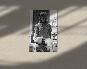 Dame mit Totenschädel von Joost Adriaanse