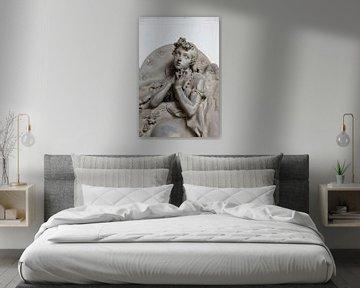 Biddende engel van Joost Adriaanse