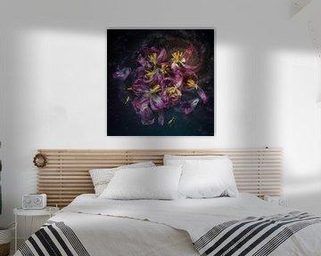 Tulpen in verval van Monique van Velzen