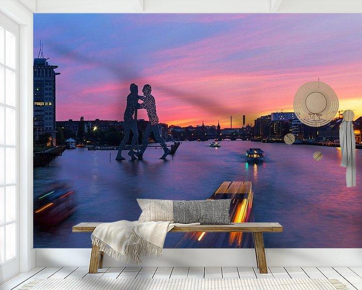 Sfeerimpressie behang: Berlijn Mediaspree skyline bij zonsondergang van Frank Herrmann