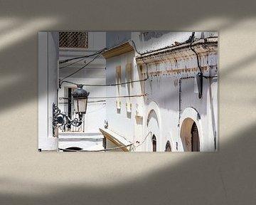 Oude lantaarn in de oude stad van Tarifa in Spanje