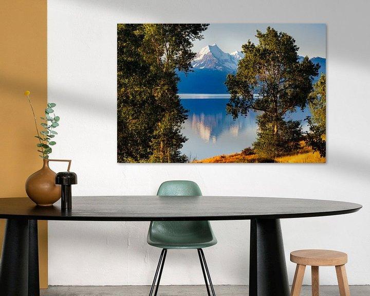 Sfeerimpressie: Mount Cook spiegelend in Lake Pukaki van Ton de Koning