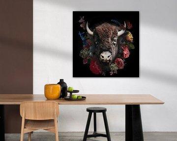 Bison in schöne alte Blumen gewickelt von John van den Heuvel