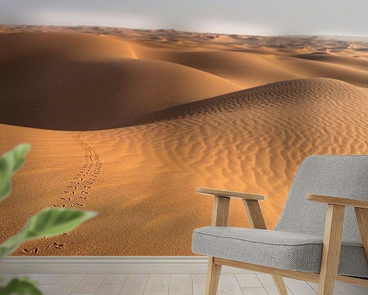 Sfeerimpressie behang: Sporen in de woestijn van Jeroen Kleiberg
