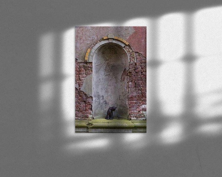 Impression: vieux mur avec un chat et un oiseau sur ChrisWillemsen