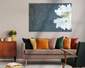 Ophelia #4 (Der Teich) (Version mit Blume auf der rechten Seite) von Remke Spijkers