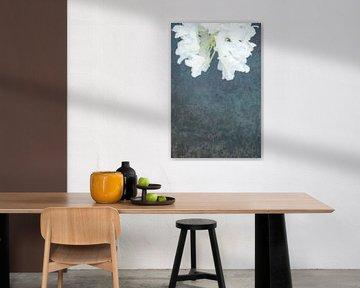 Ophelia #4 (Der Teich) (Version mit Blume oben) von Remke Spijkers