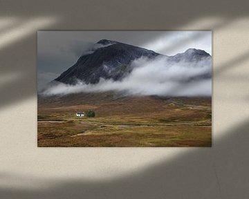 Einsames Haus in den schottischen Highlands von Paul Begijn