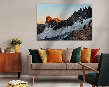 Gloeiende bergtop in de Dolomieten, Italië van Tijmen Hobbel
