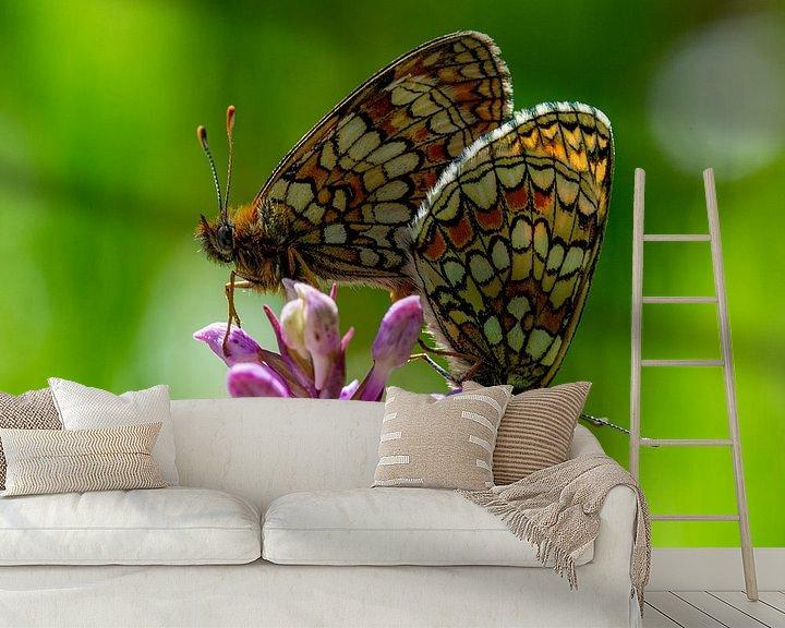 Sfeerimpressie behang: Parelmoervlinders op een gevlekte orchidee van Abe Maaijen