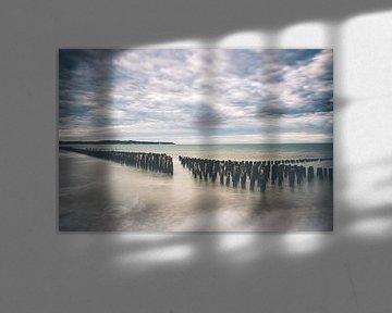 Lange Exposition von Muschelpfählen an der Opalküste in Frankreich von Daan Duvillier