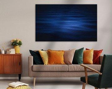 Dark blue water van Sandra Hazes