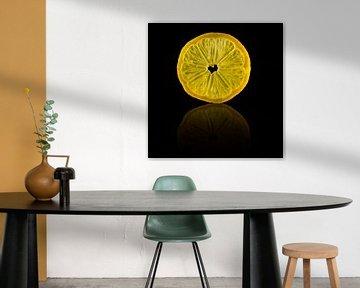 Tranche de citron avec un reflet