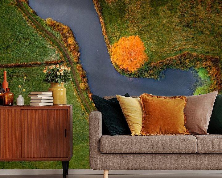 Sfeerimpressie behang: Oranje stip van Ruud Peters