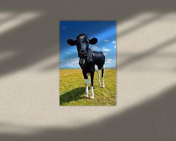 Kuh auf der Wiese von Greta Lipman
