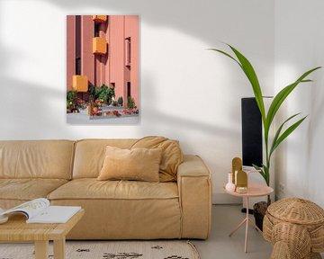 Muralla Roja Reisefotografie Druck ᝢ abstraktes rosa Architekturfoto von Hannelore Veelaert