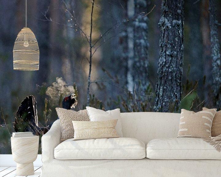 Sfeerimpressie behang: Baltsend mannetje Auerhoen van Beschermingswerk voor aan uw muur