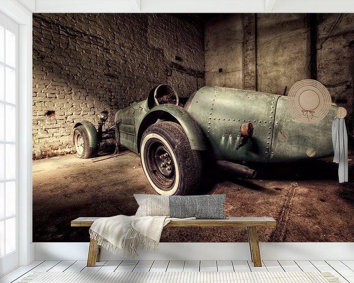 Sfeerimpressie behang: Old speed car van Michelle Casteren