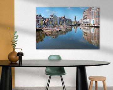 Stadtbild an der Amstel mit dem Munttoren in Amsterdam von Nisangha Masselink