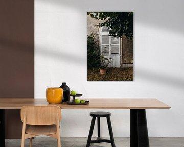 Rustikale Tür mit Zitronenbaum in Südfrankreich von Vandaag is nu